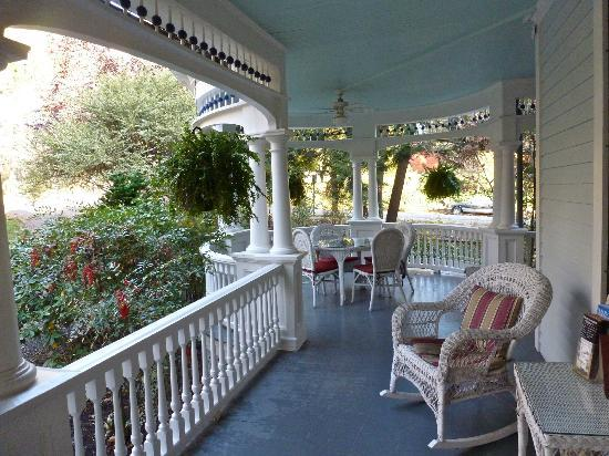 The 1899 Wright Inn and Carriage House: Side porch view from front door