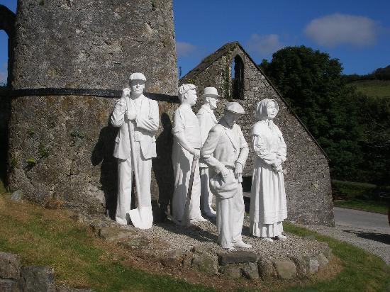 Wheal Martyn: statues of clay workers