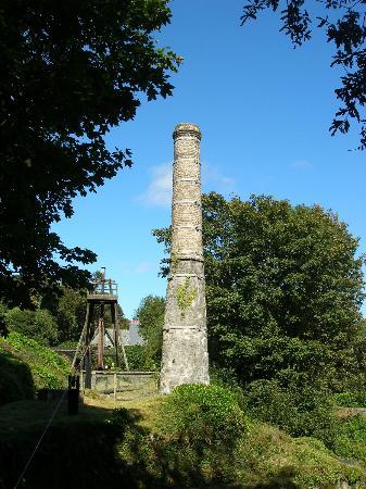 Wheal Martyn: mine chimney