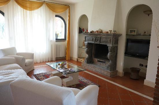 Villa Poggio Chiaro: гостиная
