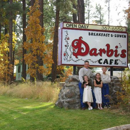 Darbi's Cafe: Cute cafe with a gorgeous view!