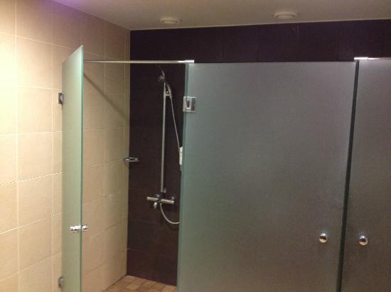 Radisson Blu Hotel, Oulu: Communal shower area, sauna area