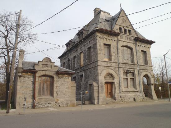 Niagara Ghost Walks: customs building