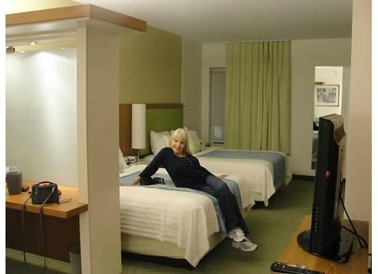 SpringHill Suites Houston Intercontinental Airport: Large suite with cool extras
