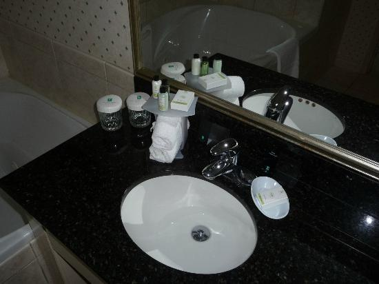 Embassy Suites by Hilton Niagara Falls Fallsview Hotel: bathroom