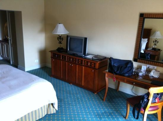Cairo Marriott Hotel & Omar Khayyam Casino: room