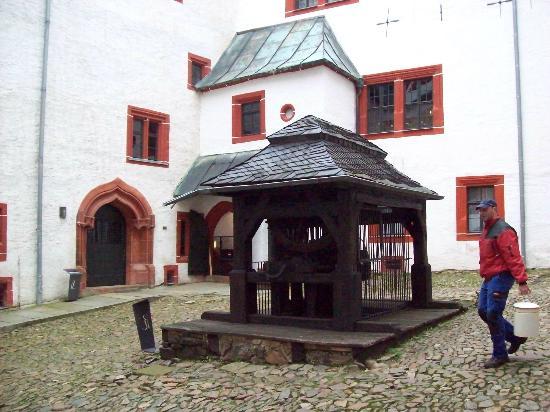 Schloss Rochsburg: Schlossbrunnen