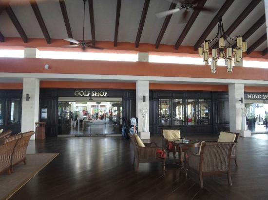 Barcelo Bavaro Palace: inside golf lobby