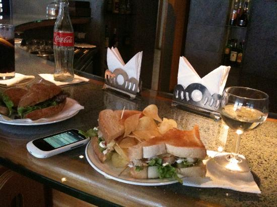 Hotel Ponta Delgada: Sandwiches at the bar