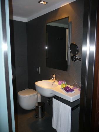 Ayre Hotel Gran Via: Bagno in camera