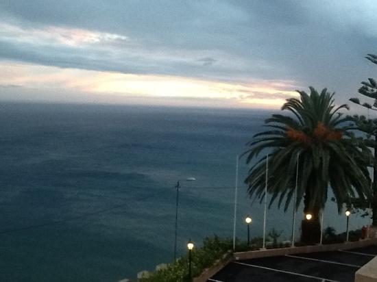 Ocean Gardens: Balcony sunset