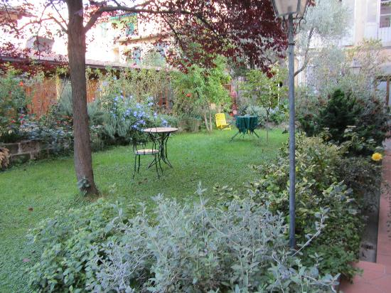 Residenza Il Carmine: Relaxing Courtyard