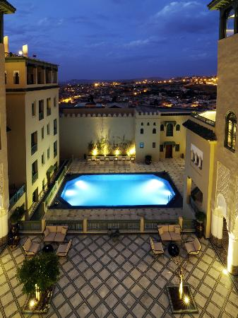 Palais Faraj Suites & Spa: Patio/piscine