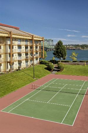 Red Lion Hotel on the River: Tennis court