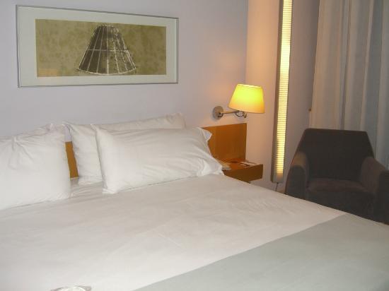 Tryp Barcelona Aeropuerto Hotel: Vista 2 de la habitacion 