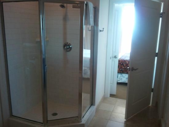 Wild Dunes Resort: Shower came with robes
