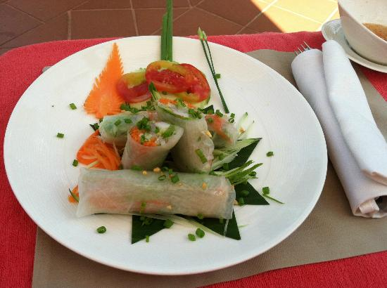 Sofitel Angkor Phokeethra Golf and Spa Resort: Spring rolls by the pool-- delicious