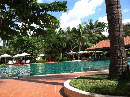 Sofitel Angkor Phokeethra Golf and Spa Resort: The wonderful pool