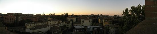 Aemilia Hotel: Vista panoramica dalla finestra al tramonto