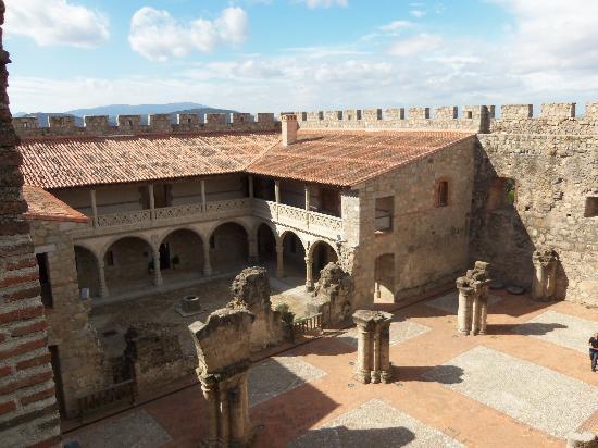 La Posada del Tietar: Castillo de la Adrada (interior)