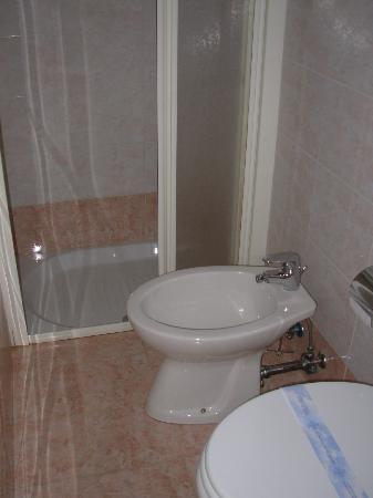 Hotel Corallo: baño, ducha y bidé