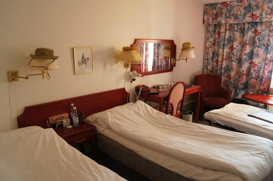 Best Western Strand Hotel: Superior double room with extra bed