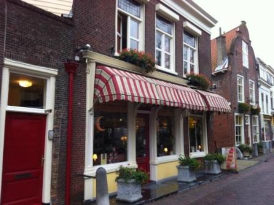 Hotel de Emauspoort: Street view