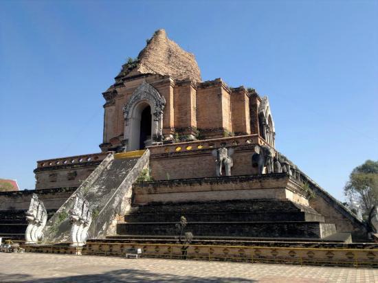 Laying Buddha - Picture of Wat Chedi Luang Varavihara ...