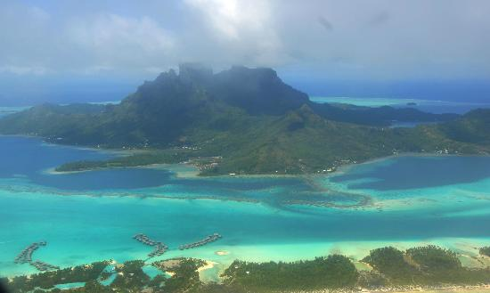 Bora Vaite Lodge : Bora Bora vus de l'avion Air Tahiti