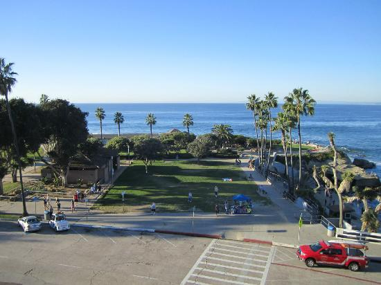 La Jolla Cove Suites: View of the park