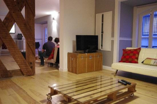 Stay Inn Lisbon Hostel: Area to chill, watch TV, read, surf on internet, hang out...