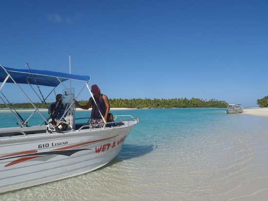 Wet & Wild Aitutaki: Island Hopping with Wet & Wild private charter