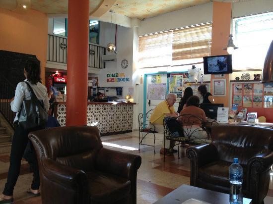 Abraham Hostel Jerusalem: lobby in Abrahams