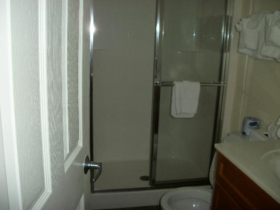 Grand Atlantic Ocean Resort: hall bathroom - had access from the bedroom with 1 bed as well