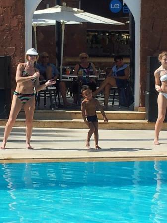 Atlas Amadil Beach Aqua Sun : danse autour de la piscine