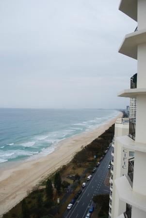 Hi Surf Beachfront Resort Apartments: Looking down south over Main beach