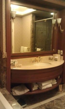 Hilton Lac-Leamy: Bathroom