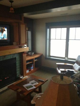 Tamarack Lodge: Living Room