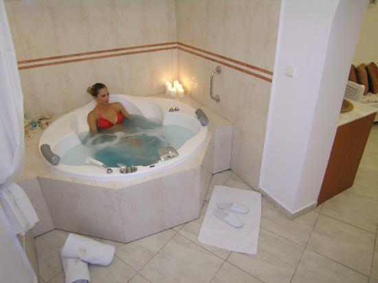 PELAGOS indoor jetted tub - Picture of Aeolos Studios & Suites ...