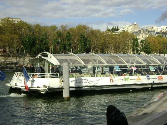 Plaza Tour Eiffel: Batobus