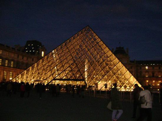 Plaza Tour Eiffel: Louvre