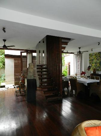 Majapahit Beach Villas: stairs