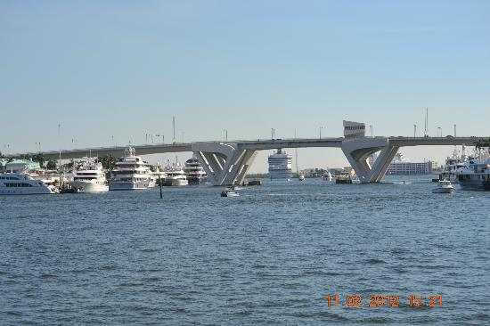 Intracoastal Waterway : Waterway