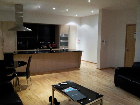 Glasgow Loft Apartments: Kitchen/Dining area (Floor 4 South facing room)