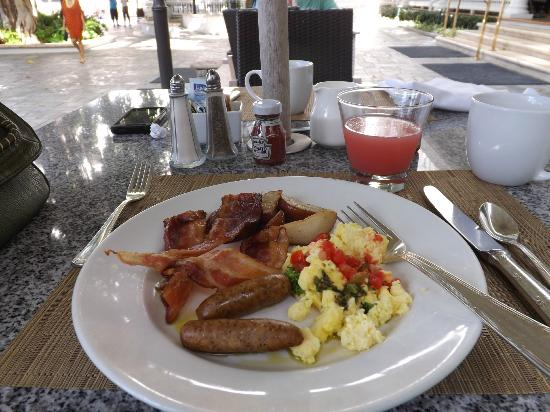 Moana Surfrider, A Westin Resort & Spa: Breakfast