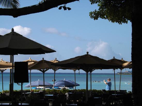 Moana Surfrider, A Westin Resort & Spa: Beach Bar