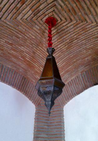 Maison Arabo Andalouse: room lamp