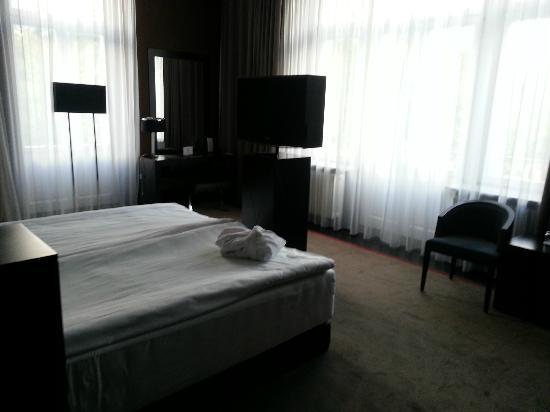 Platinum Palace Hotel: Bedroom
