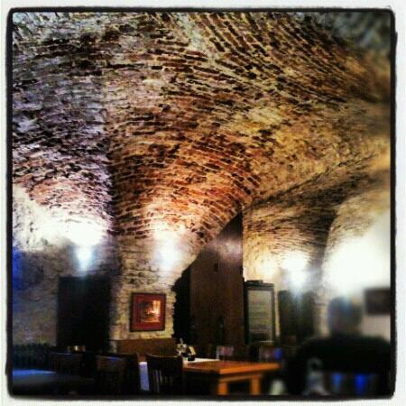 Archibald At the Charles Bridge: ristorante/pub dell'hotel