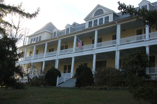 Balsam Mountain Inn & Restaurant: Front of Inn